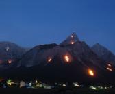 Bergfeurer an der Zugspitze zur Sommersonnenwende